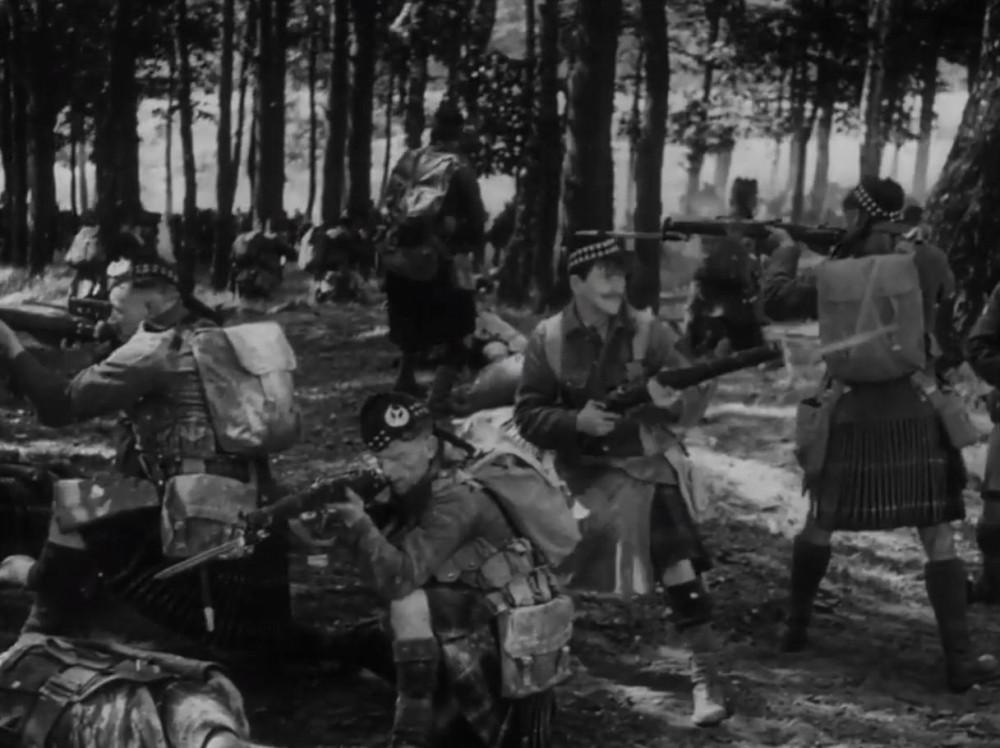 """""""Гордонцы также не получили приказ отходить"""". Кадр из фильма """"Монс"""" (1926)."""