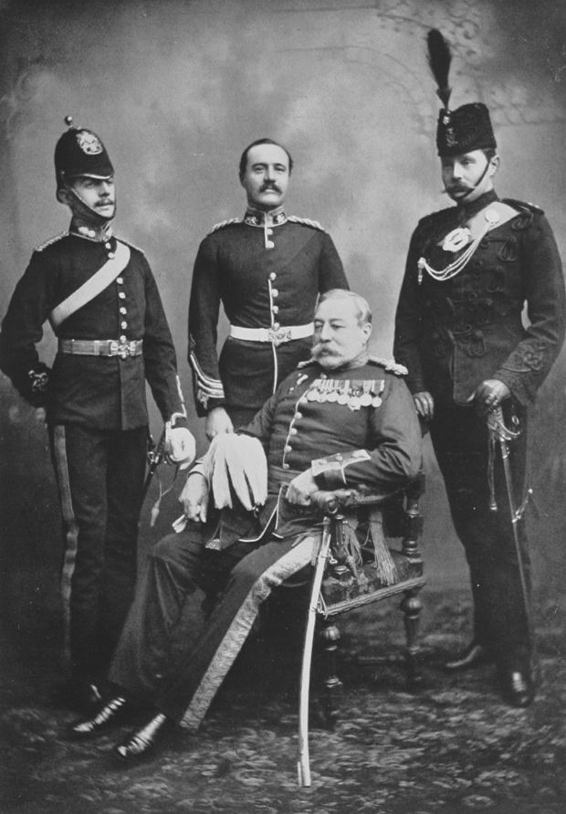 Генерал-лейтенант Д.У. Лори с сыновьями, 1901г. Джордж (справа) погибнет в 1915г., а Халибертон (в центре) - в 1901г. на Бурской войне.