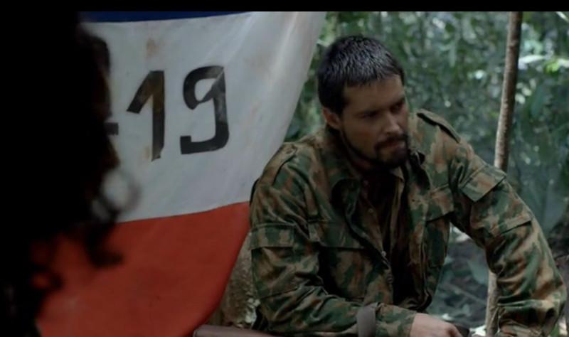 Обратите внимание на забавный анахронизм- камуфляж Российской Армии образца 1990-х годов.