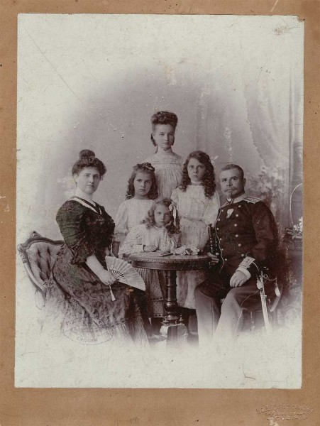 Vladimir_Serafimov_and_his_family