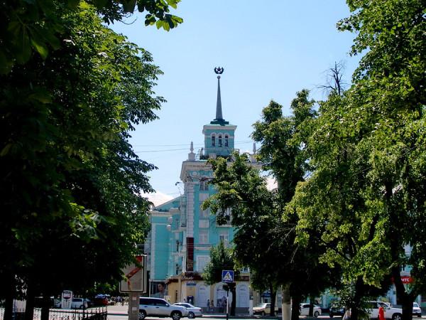 дом со шпилем Луганск