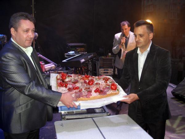 рекордный сэндвич в Луганске