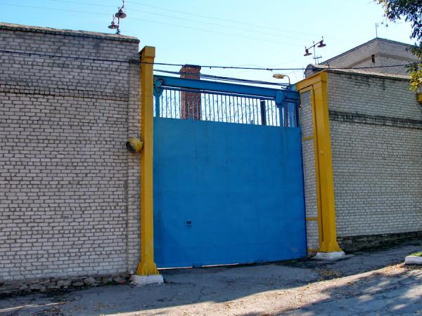 ворота СИЗО