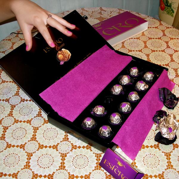 для букетика и бумага и конфетки