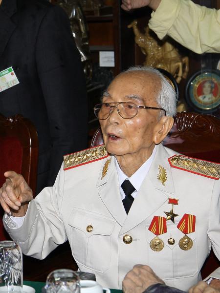 Во Нгуен Зиап(25 августа 1911 — 4 октября 2013) Vo_Nguyen_Giap_2008