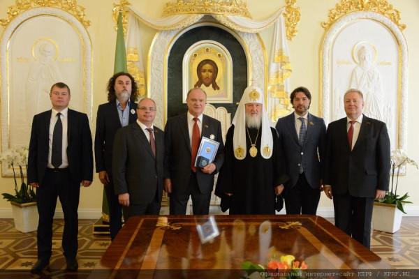 Патриарх Кирил наградил Зюганова орденом за межцерковное сотрудничество
