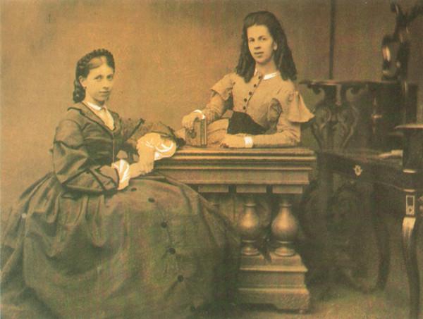 10 Софья и Татьяна Берс, около 1860 г., Москва.