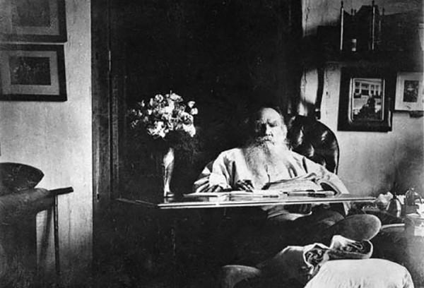 80 Л.Н. Толстой. 1908 г. Ясная Поляна. Фото С.А. Толстой