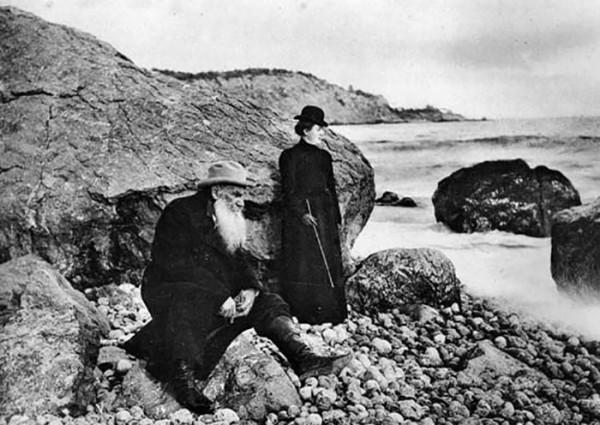 82 Л.Н. Толстой и А.Л. Толстая. 1901 г. Крым. Фото С.А. Толстой