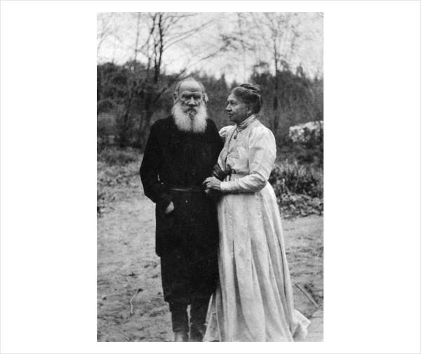 84 Л.Н. Толстой и С.А. Толстая. Последний снимок Л Н. Толстого. 1910 г. Ясная Поляна. Фото С.А. Толстой