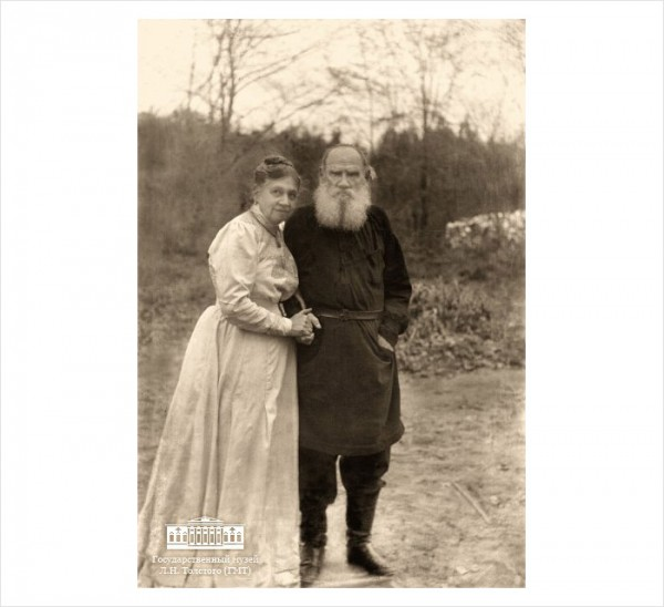 89 Л.Н. Толстой и С.А. Толстая. Последний снимок Л.Н. Толстого. 1910 г. Ясная Поляна. Фото С.А. Толстой