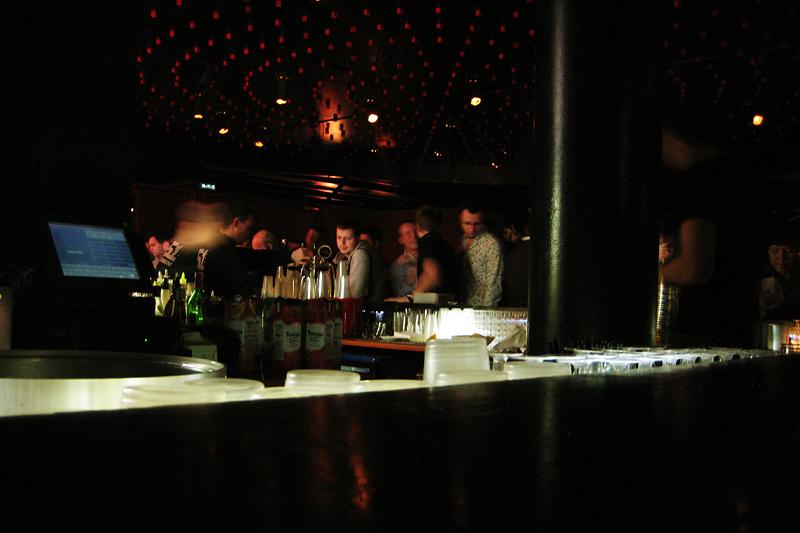 Клуб начинается с барной стойки