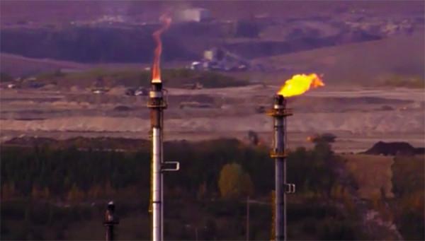 Когда говорят о теориях происхождения нефти и газа, то обычно вспоминают два основных подхода. Первый относится к М.В. Ломоносову, который считается основоположником биогенной гипотезы, второй к Д.И. Менделееву и его идеям абиогенного синтеза нефти.