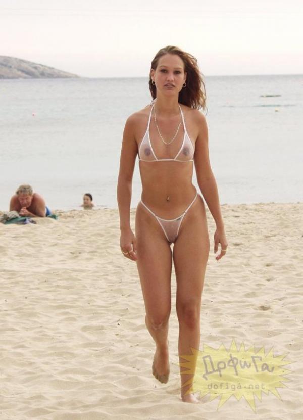 На пляже в прозрачном бикини фото 590-689