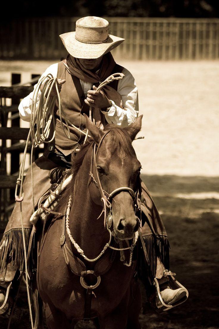 2d7e41f71b804a76da3b1eca017490c3--western-cowboy-western-photo