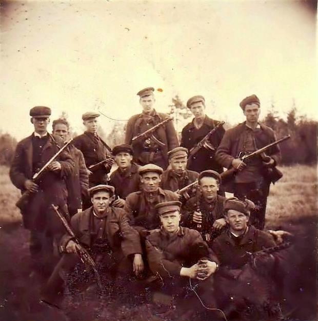 1950 год. Латвия. Бойцы истребительного батальона, после очередной операции по нейтрализации лесных братьев. фото любезно предоставил Евгений Евгеньевич