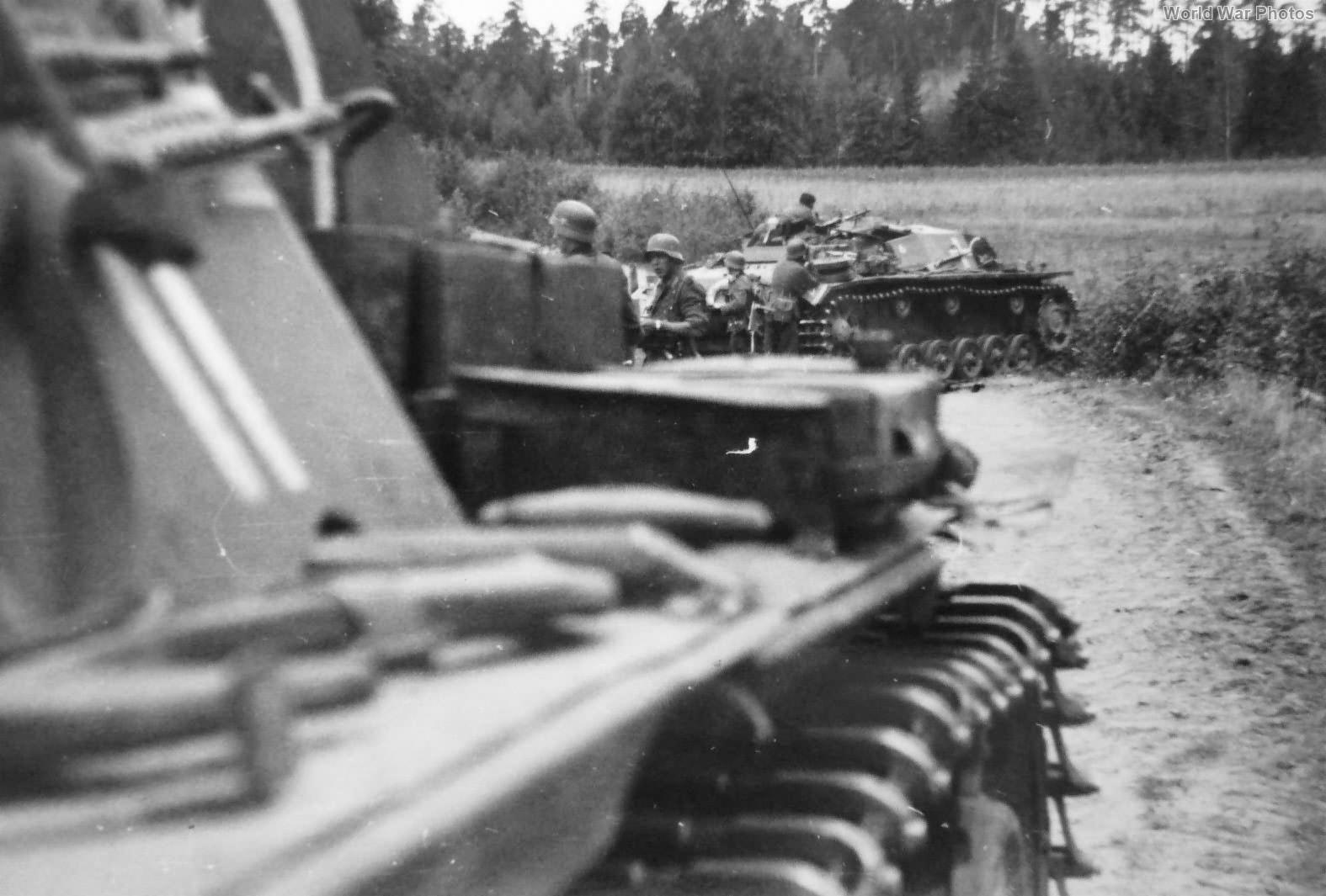 StuG III from Sturmgeschütz-Abteilung 185 and PaK 36 Riga 1941.jpg