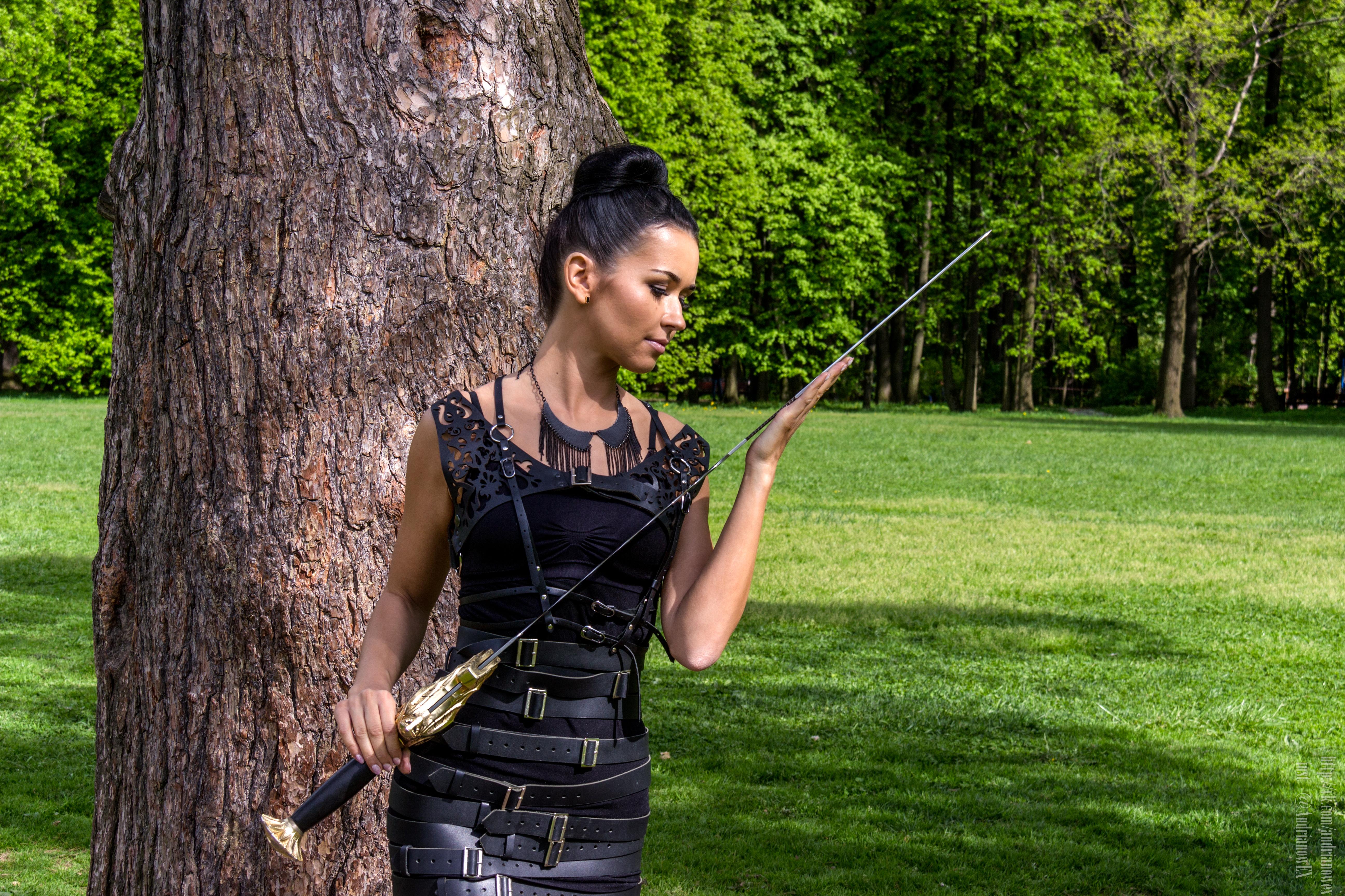 Любовь к оружию редкость у девушек.