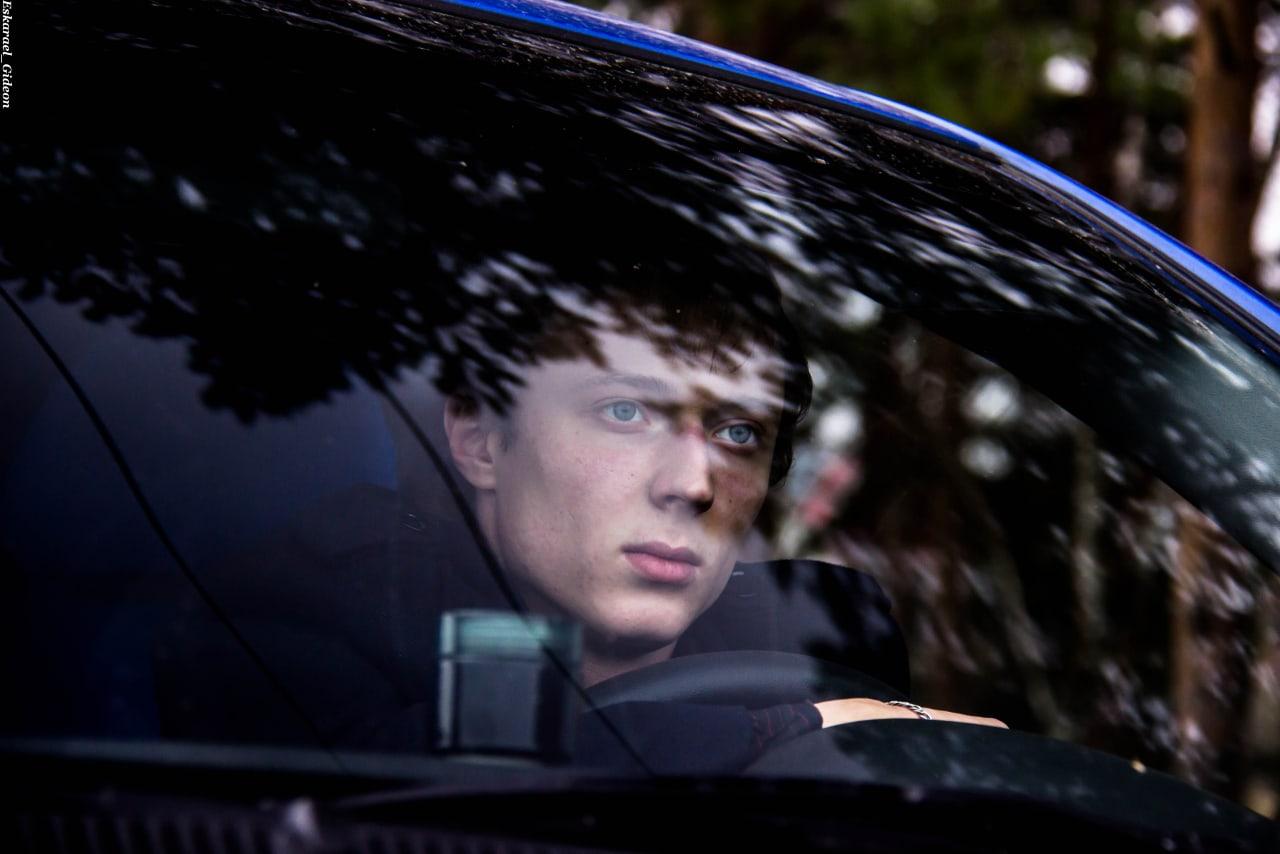 Одиночество осени. Фотосессия с машиной. Модель - Дмитрий.