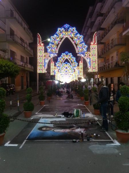 Улица в Nocera вечером