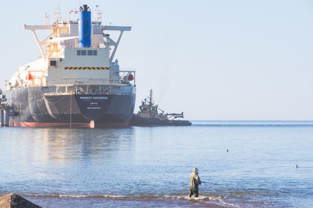 Газовоз, рыбак и тюлени