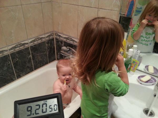 Нескучный день с двумя погодками, доча 2.5 и сына 11 месяцев 20131109_092322