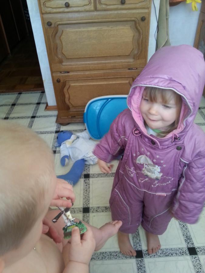 Нескучный день с двумя погодками, доча 2.5 и сына 11 месяцев 20131109_100426