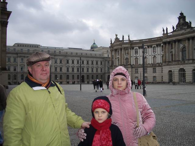 на площади перед Берлинским университетом