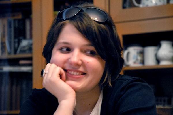 Катя иногда улыбается :)