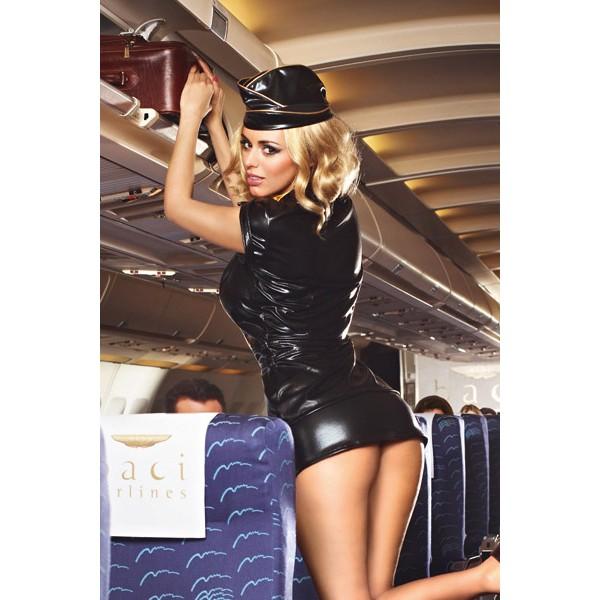 Стюардессы признались, как часто занимаются сексом в полете с пассажирами
