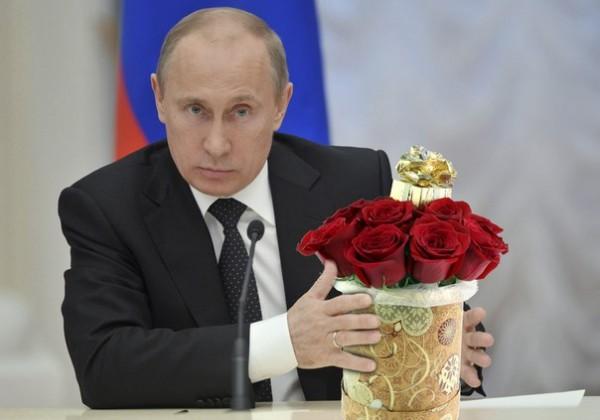 Президент РФ поздравил прекрасных дам с праздником!