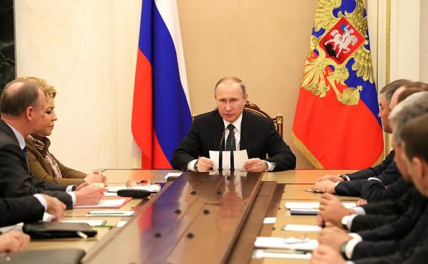 Президент РФ провел совещание с Совбезом