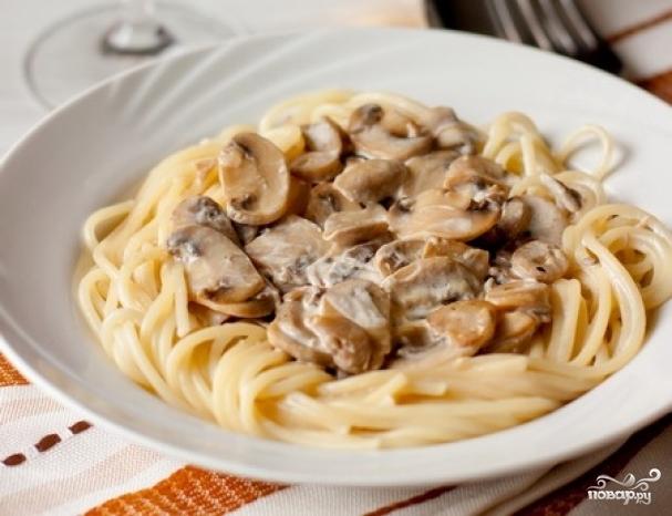 Спагетти со сливочным соусом и грибами рецепт