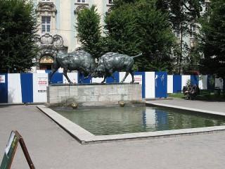 Памятник: Быки