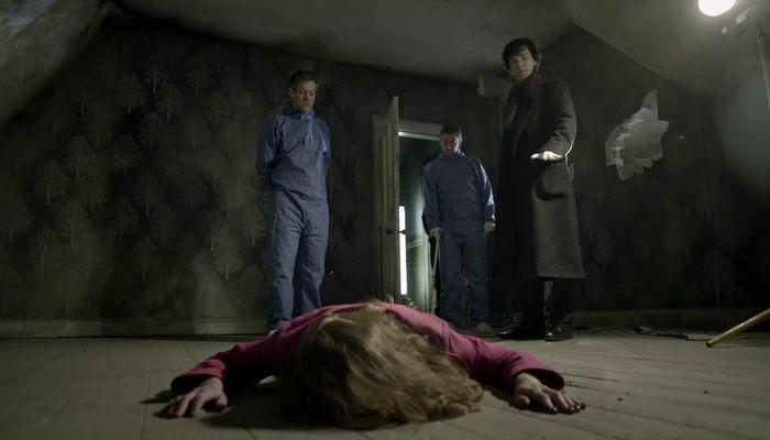 Шерлок, Ватсон, Лестрейд и жертва в розовом