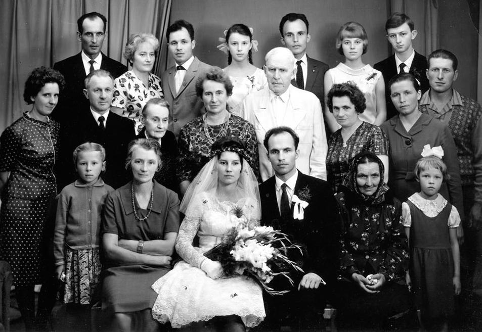 Гості на весіллі