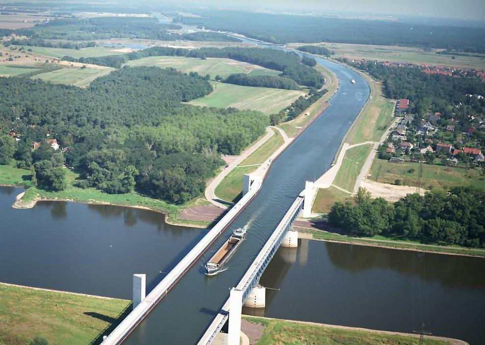2046-990x705   Магдебург   мост-акведук