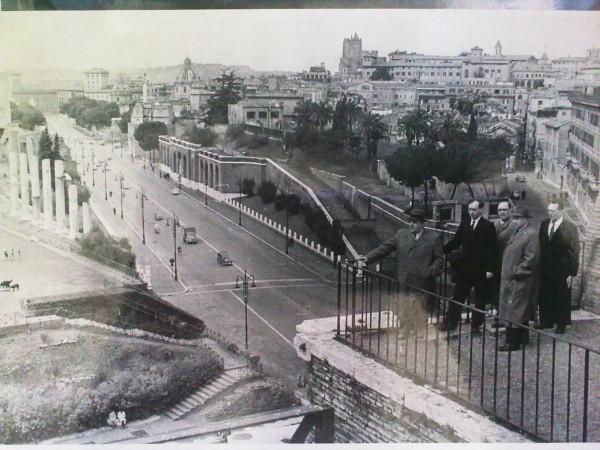 ПАПА  В  РИМЕ  1954