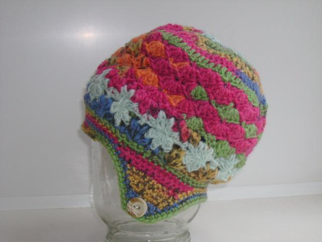 Шапка с цветами 001