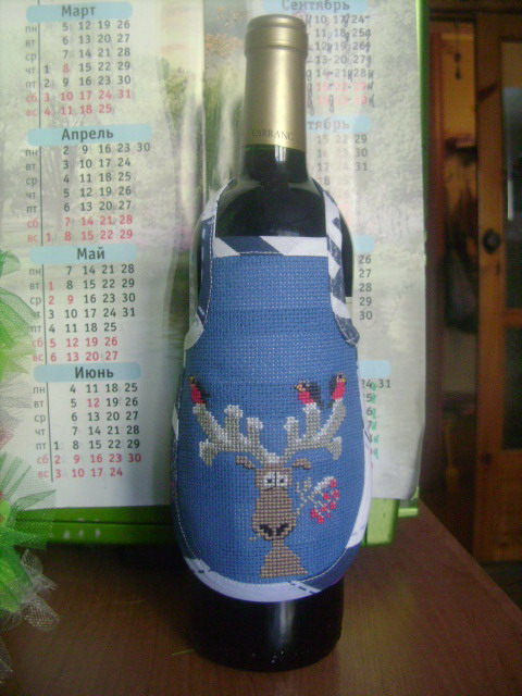 Бутылка в фартуке
