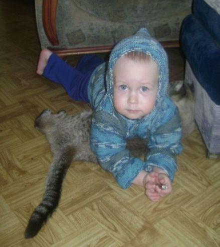 в гол. капюшоне с котом