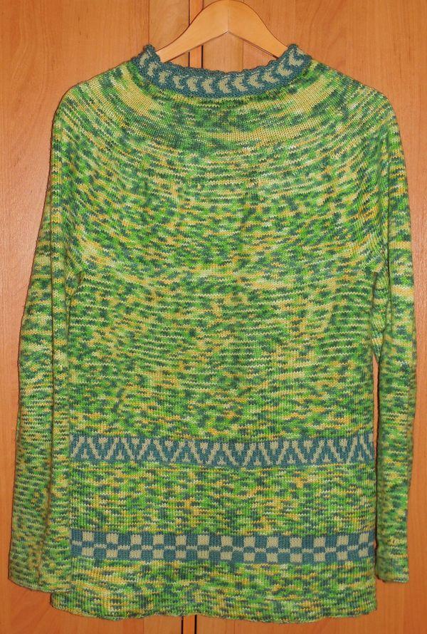 свитер гоблина на вешалке