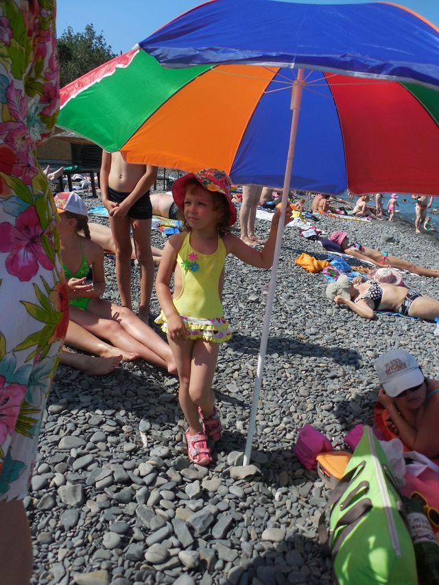 Маша под зонтиком