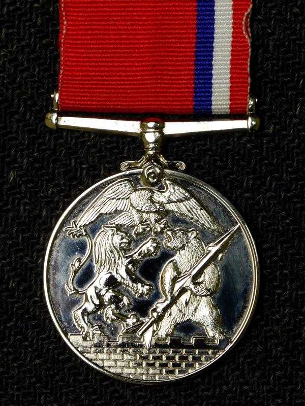 медаль За победу в холодной войне Великобритания оборот М