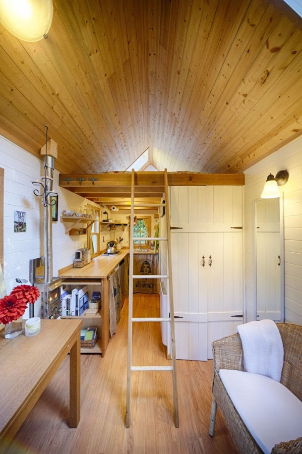 Tiny-Bungalow-House-Fencl_10