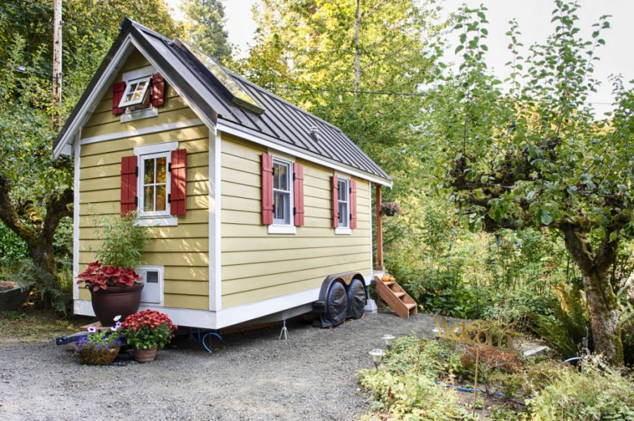 Tiny-Bungalow-House-Fencl_1