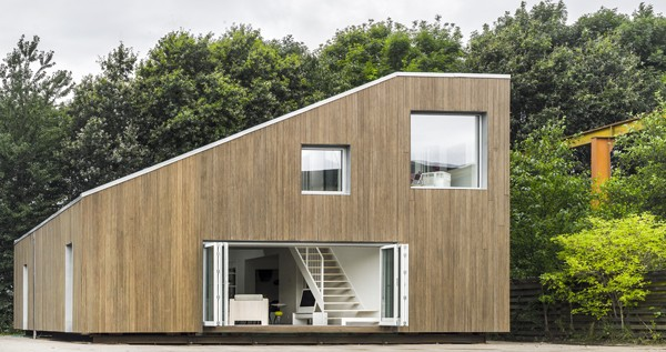 modern-recycled-home-made-of-shipping-containers-01
