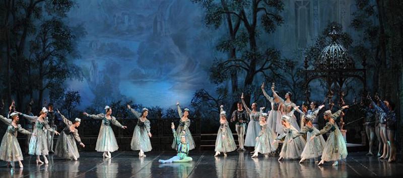 Фото с сайта театра (1 акт)