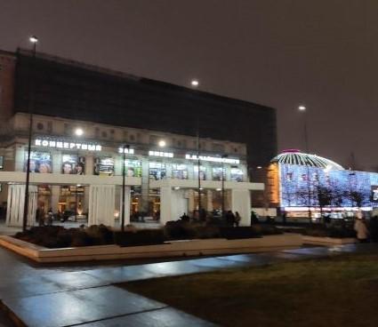 Концертный зал со стороны площади