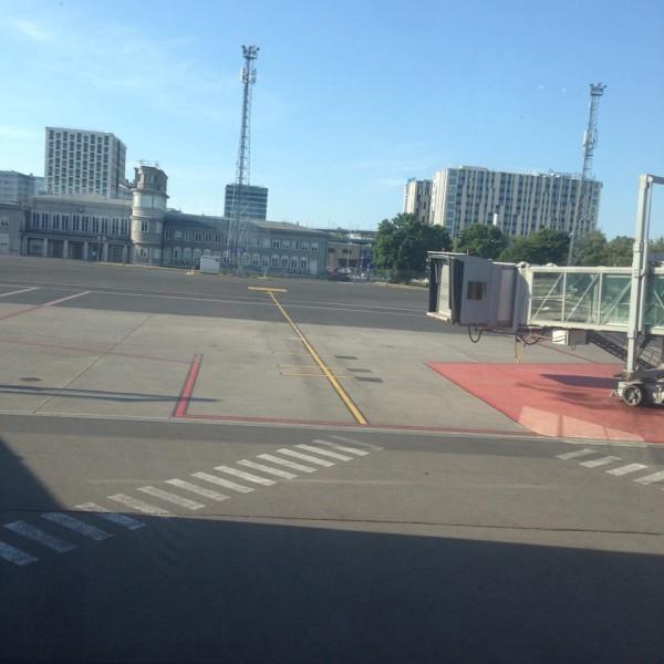 Эстонский аэропорт. Взлетное поле